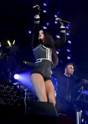 Selena Gomez: WiLD 94 9s FMs Jingle Ball 2015 -30