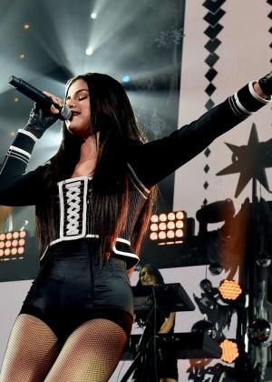 Selena Gomez: WiLD 94 9s FMs Jingle Ball 2015 -37