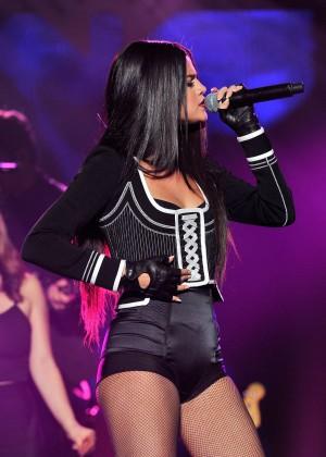 Selena Gomez: WiLD 94 9s FMs Jingle Ball 2015 -38
