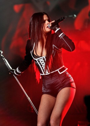Selena Gomez - WiLD 94.9's FM's Jingle Ball 2015 in Oakland