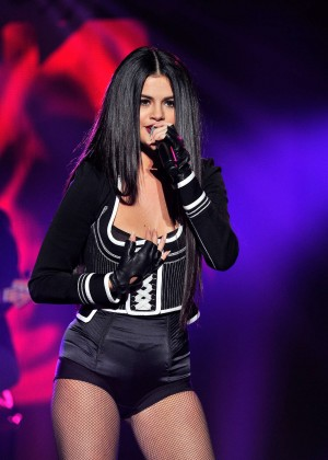 Selena Gomez: WiLD 94 9s FMs Jingle Ball 2015 -43