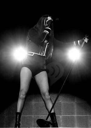 Selena Gomez: WiLD 94 9s FMs Jingle Ball 2015 -45