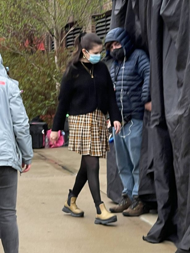 Selena Gomez - With Amy Ryan on the set of 'Only Murders in the Building' in New York