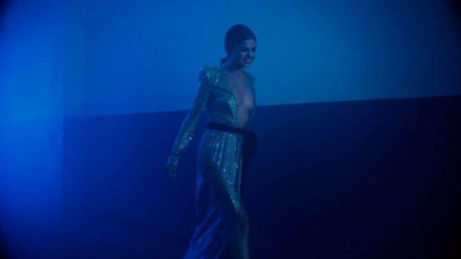 Selena Gomez: Wolves Music Video Screenshot -15