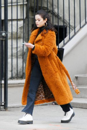 Selena Gomez - Wore brown furry coat on the set of 'Only Murders in the Building' in Manhattan
