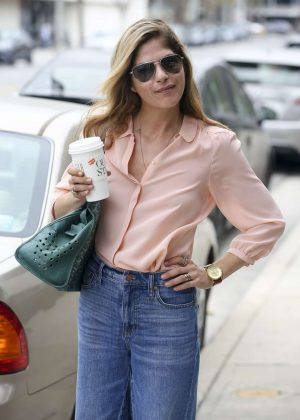 Selma Blair - Grabbing a coffee in Los Angeles