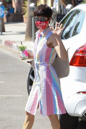 Selma Blair - Grabs coffee at Alfred's in Studio City