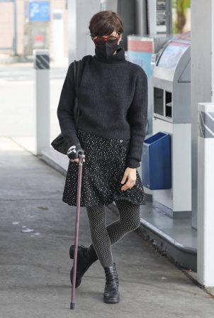 Selma Blair - Pumping gas in Los Angeles