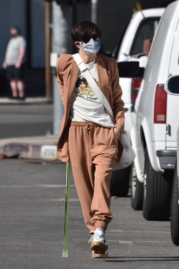 Selma Blair - Seen at Coffee Bean and Tea in Studio City