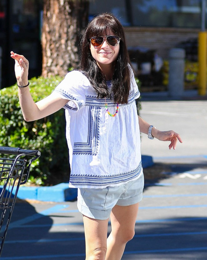 Selma Blair - Shopping at Ralph's in Studio City