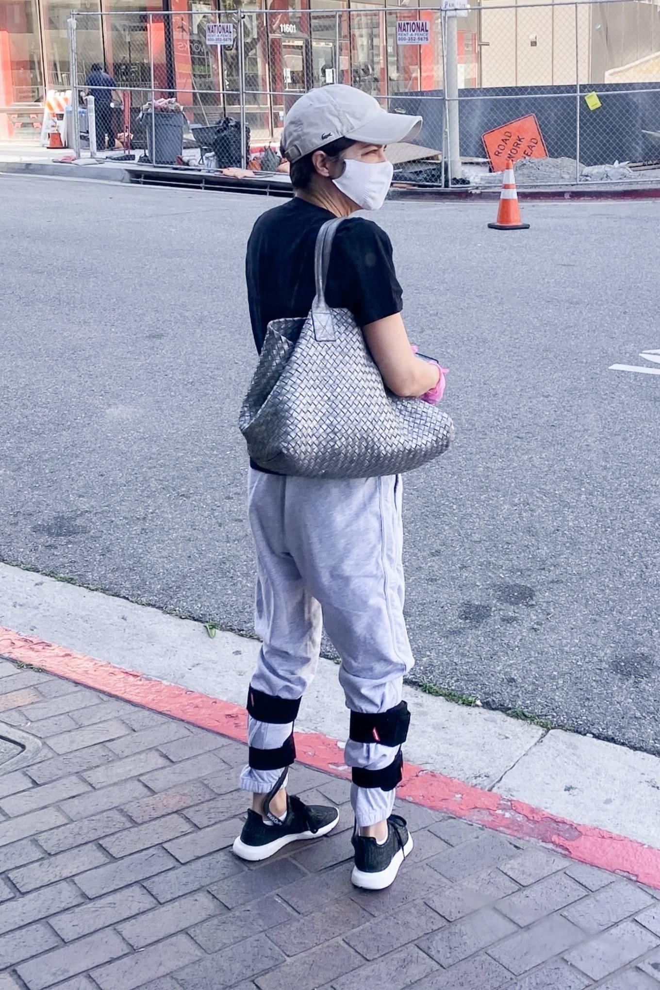 Selma Blair 2020 : Selma Blair – Wears leg braces as she leaves a medical building in Los Angeles-01