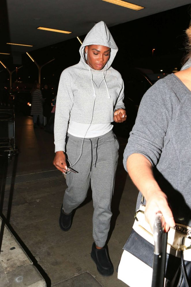 Serena Williams - Arrives at LAX Airport in Los Angeles