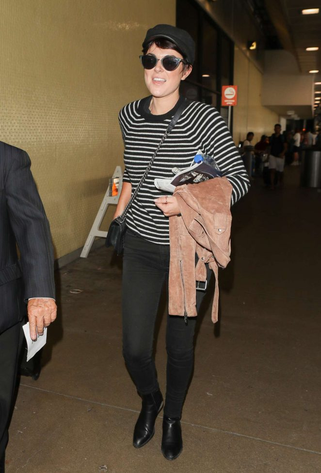 Serinda Swan - Arriving at LAX Airport in Los Angeles