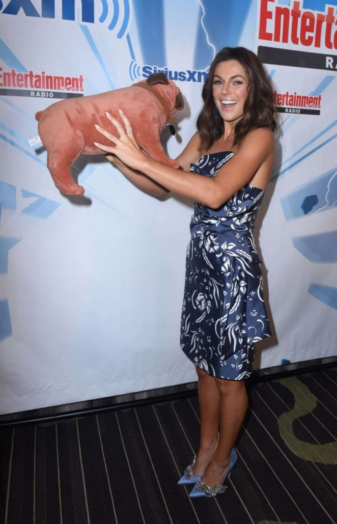 Serinda Swan: Posing at Sirius Xm Ew Radio At Comic-Con 2017 In San Diego-02