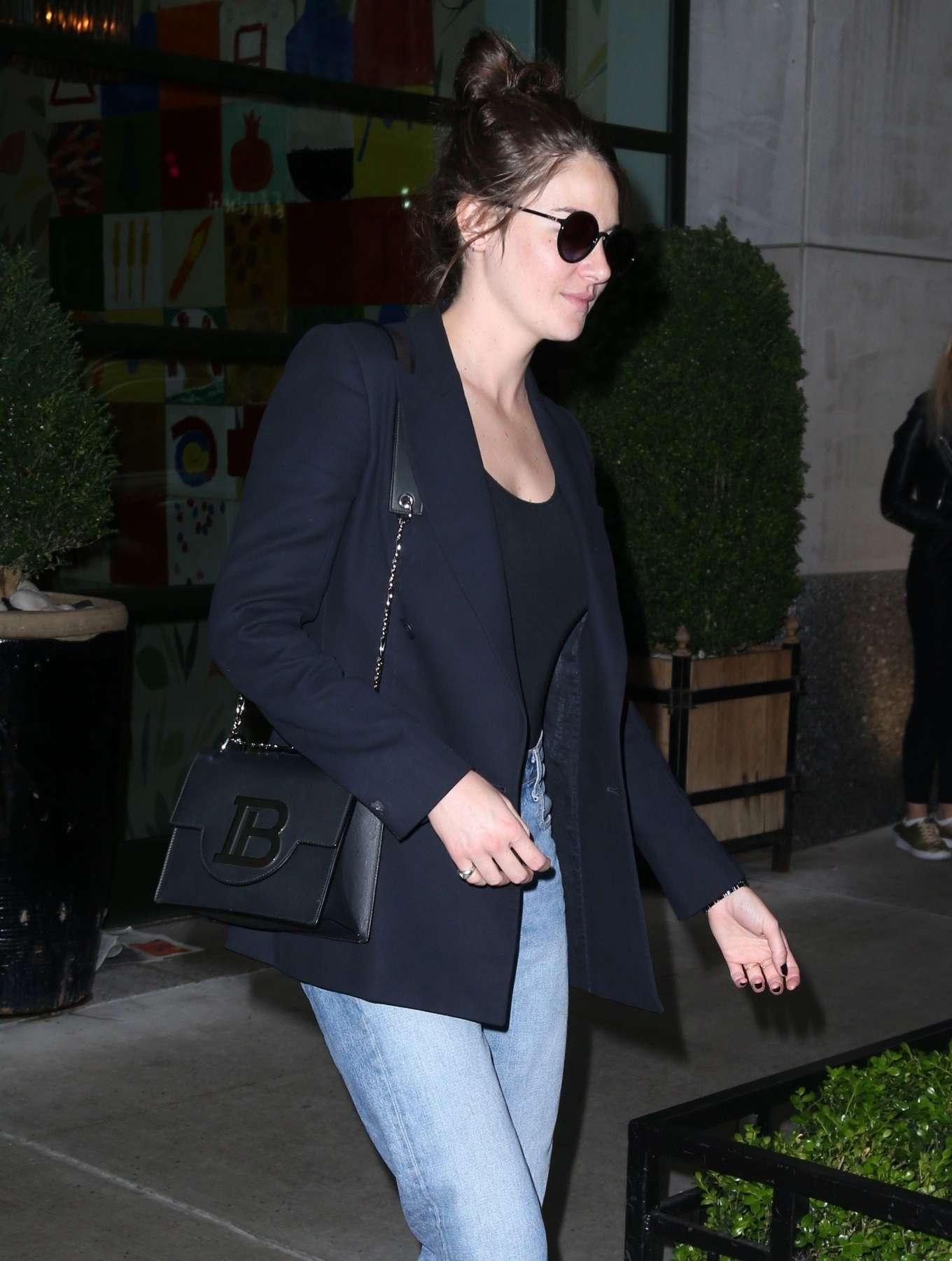 Shailene Woodley 2019 : Shailene Woodley in a Blue Blazer and Jeans-17