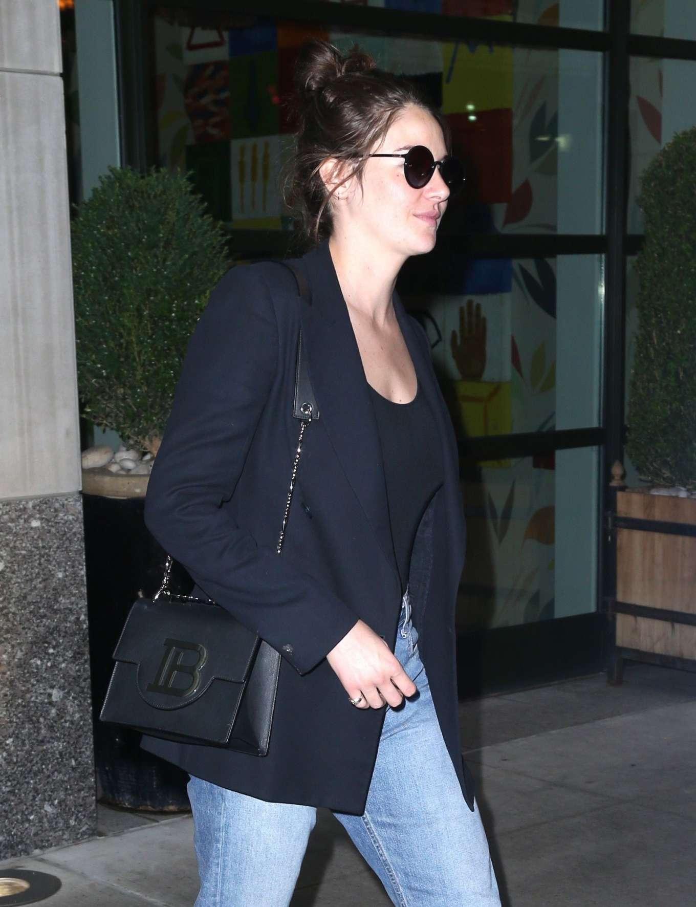 Shailene Woodley 2019 : Shailene Woodley in a Blue Blazer and Jeans-18