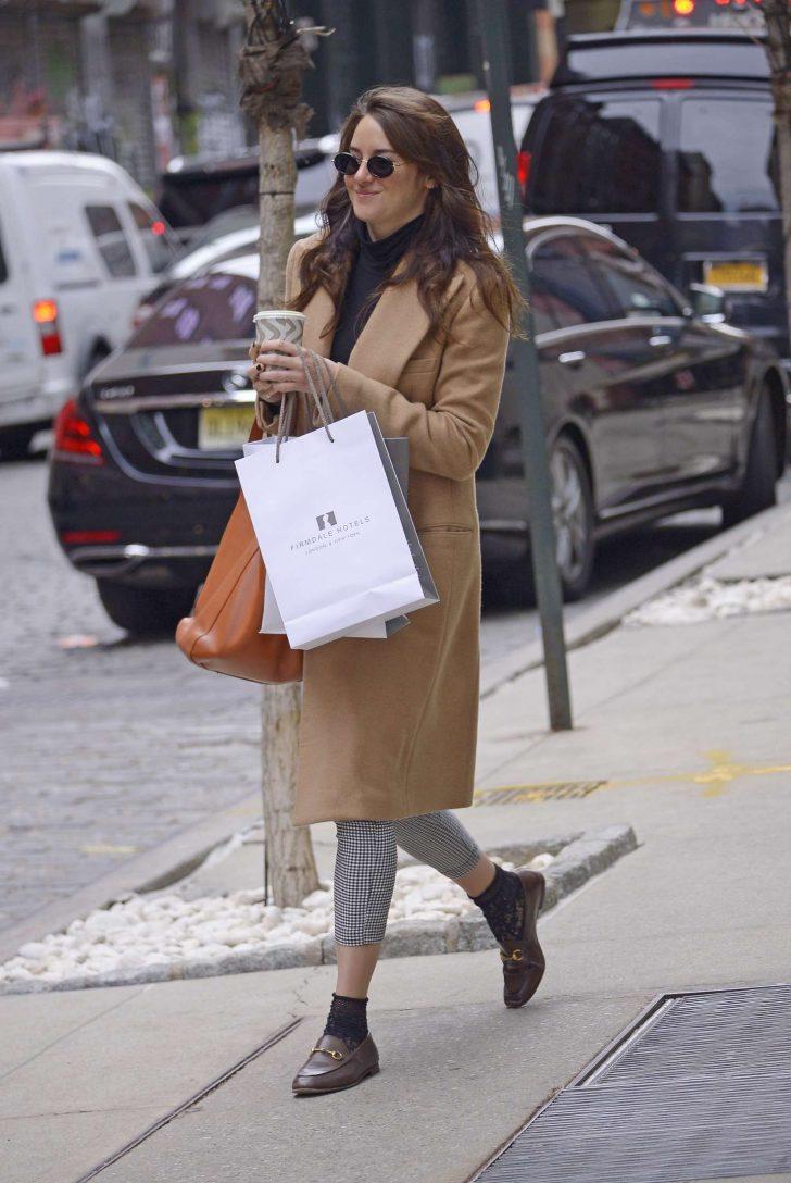 Shailene Woodley in Brown Coat -05