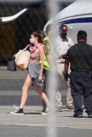 Shailene Woodley - Seen touching down in Honolulu - Hawaii