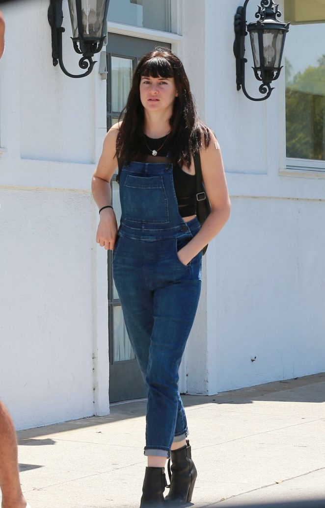 Shailene Woodley - Shopping in West Hollywood