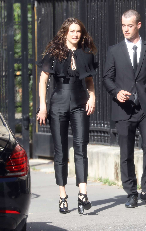 Shailene Woodley Zoe Kravitz Ceremony Wedding 01 Gotceleb