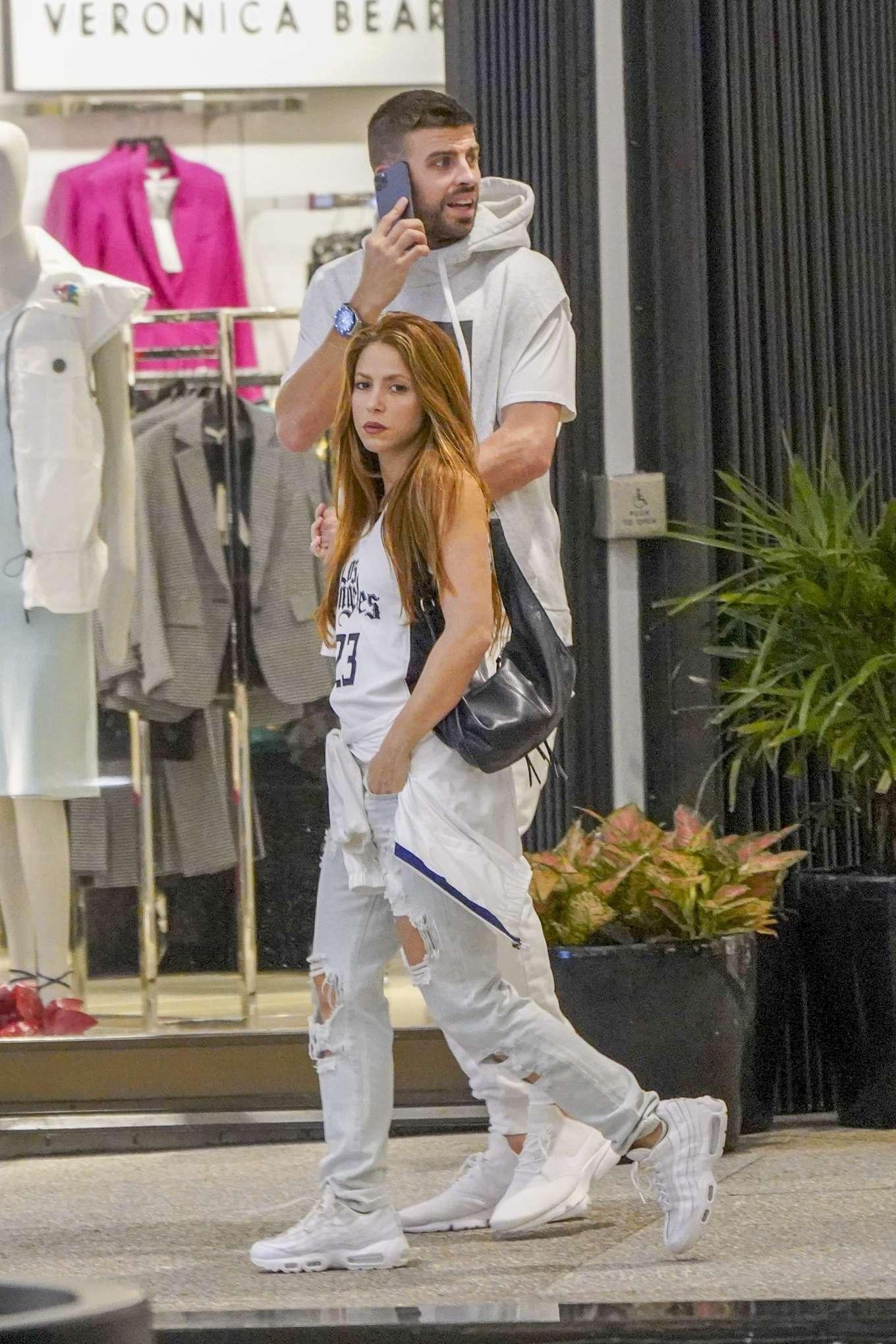 Shakira and Gerard Pique - Christmas Shopping in Miami