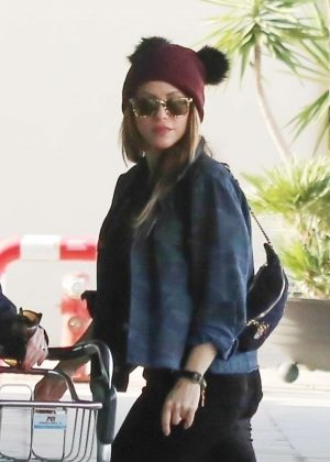 Shakira - Arrives at the airport in Barcelona
