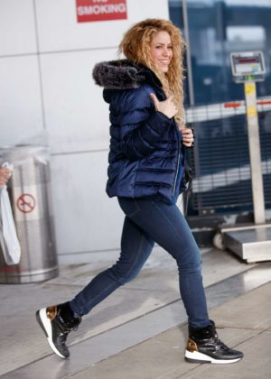 Shakira - Arrives with her family at JFK airport in NYC