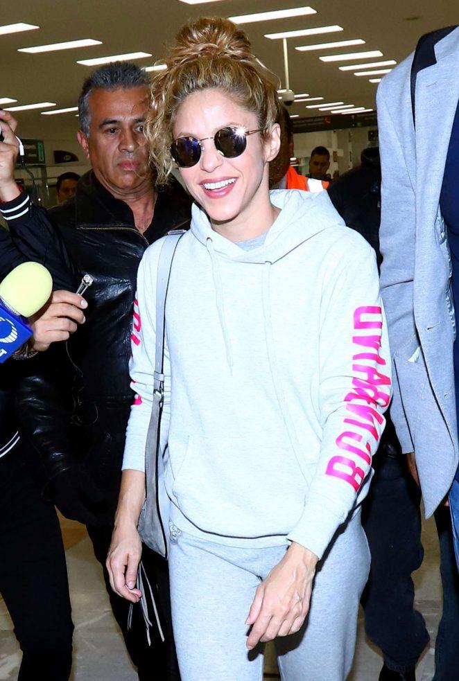 Shakira - Arriving at Mexico City International Airport