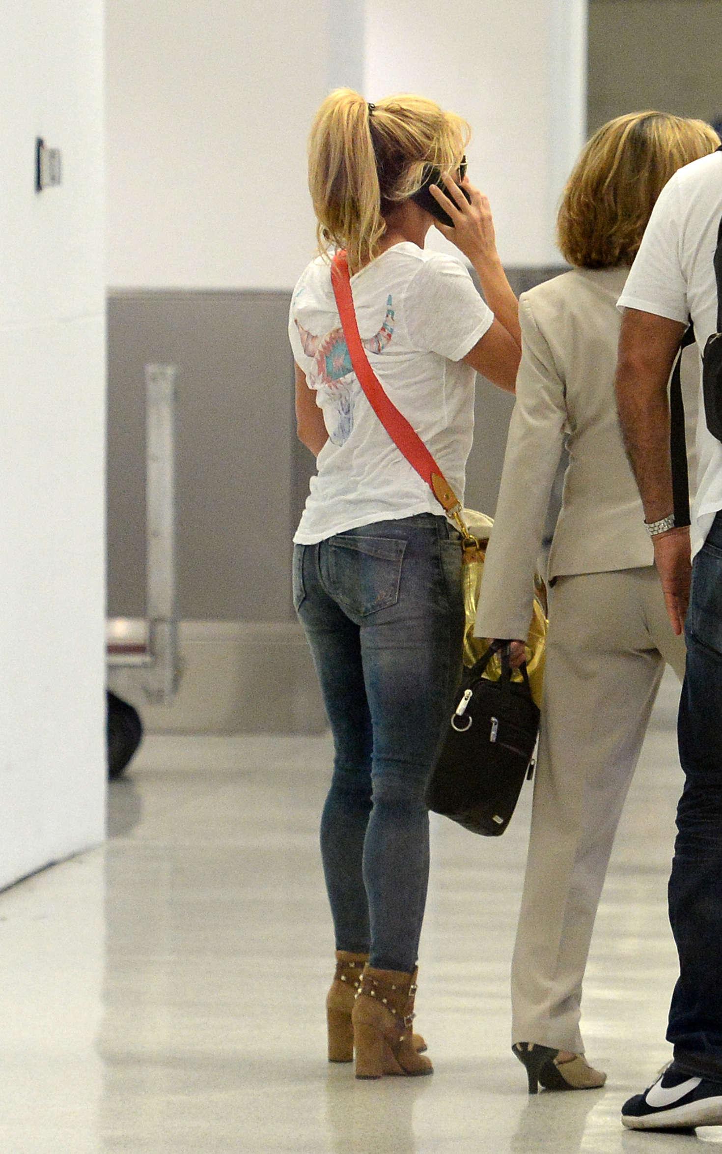 Shakira Booty In Jeans 11 Gotceleb