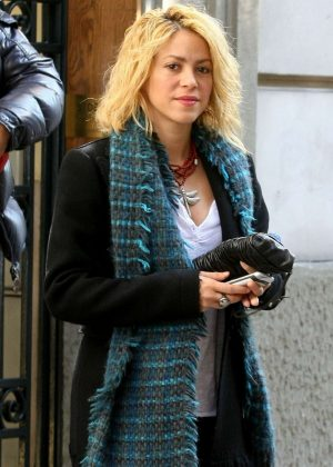 Shakira - Out in Barcelona