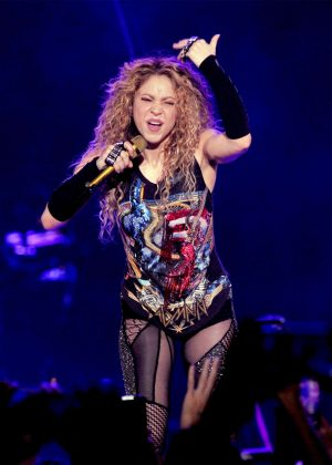 Shakira - Performing at her 'El Dourado Tour' in Milano