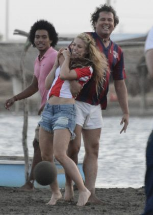 Shakira - Shooting a music video for 'La Bicicleta' in Barranquilla