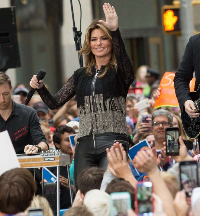 Shania Twain: Performs on NBC Today Show Summer Concert Series -06