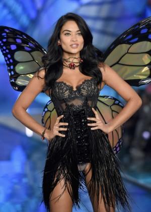 Shanina Shaik - 2015 Victoria's Secret Fashion Show Runway in NYC