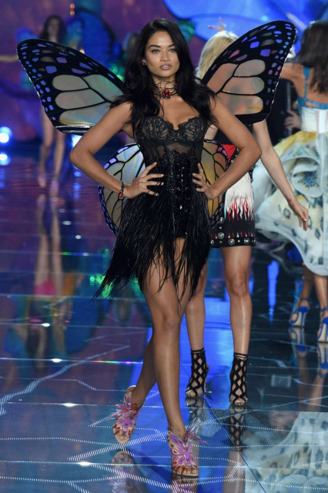 Shanina Shaik 2015 Victorias Secret Fashion Show Runway