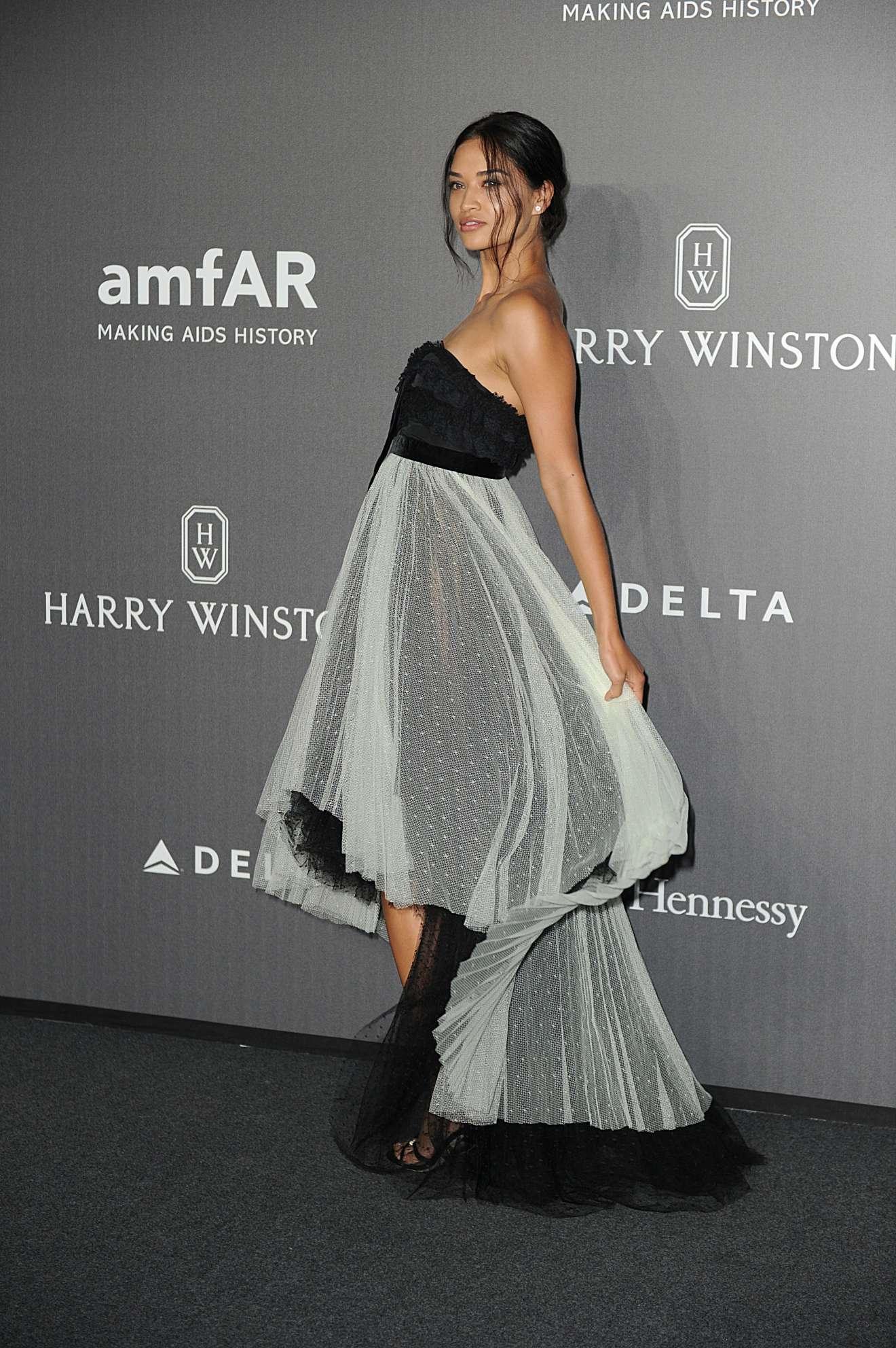 Shanina Shaik – 2017 amfAR gala in Milan   Shanina-Shaik:-2017-amfAR-gala-in-Milan-18