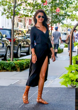 Shanina Shaik - Arrives at Her hotel in NYC