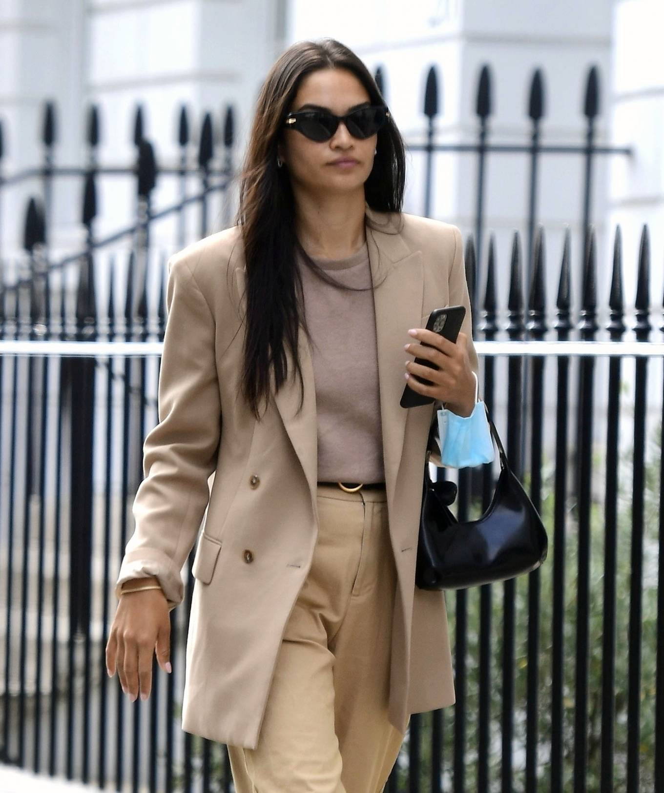 Shanina Shaik 2020 : Shanina Shaik – Stylish in her beige trousers and jacket while out in London-04