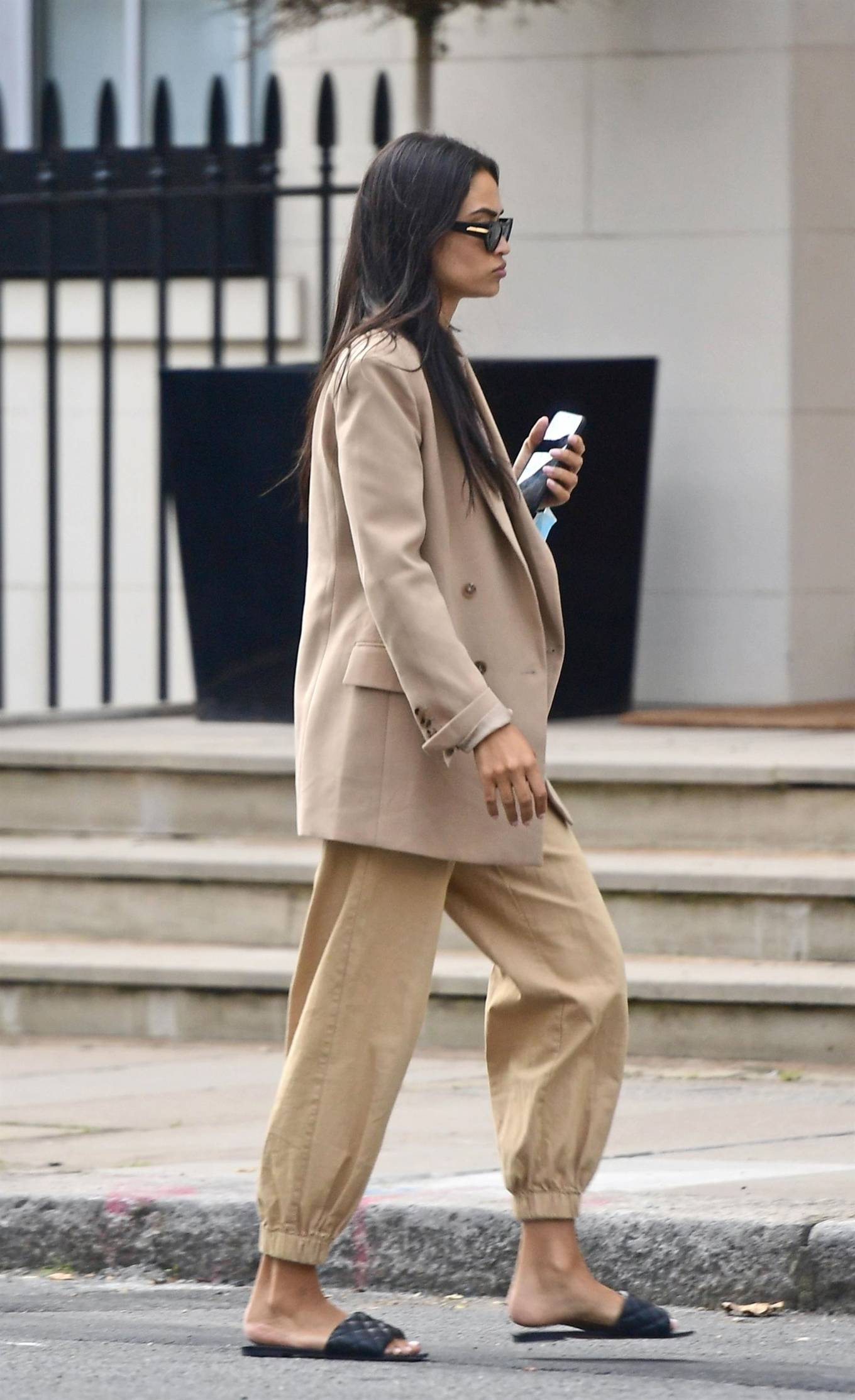 Shanina Shaik 2020 : Shanina Shaik – Stylish in her beige trousers and jacket while out in London-05