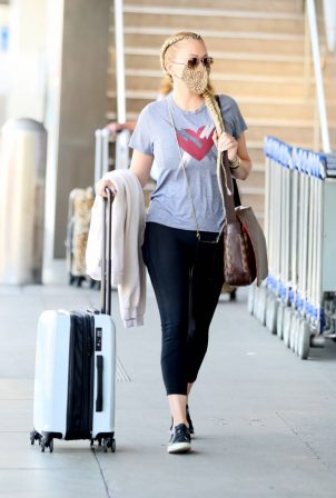 Shanna Moakler - Spotted at LAX in Los Angeles