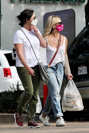 Shannen Doherty and Sarah Michelle Gellar - Shopping candids at Malibu Country Mart
