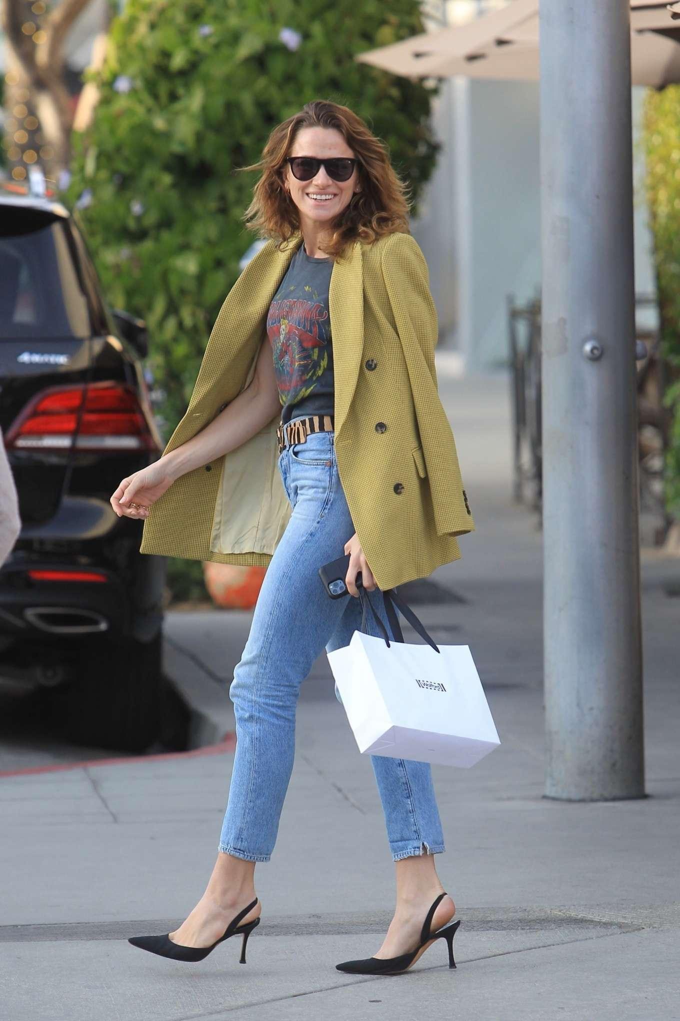 Shantel VanSanten - Grabs lunch in Beverly Hills
