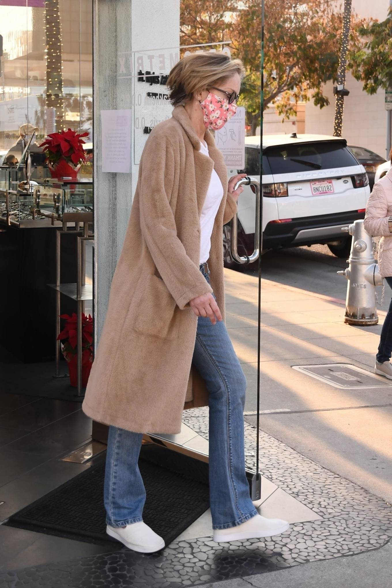 Sharon Stone 2020 : Sharon Stone – Goes shopping for sunglasses at Optometrix in Beverly Hills-07