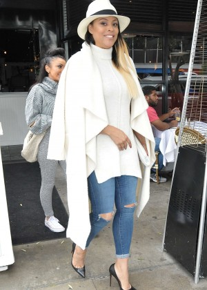 Shaunie O'neal - Filming scenes for LA Basketball Wives at Berrie's Restaurant in West Hollywood