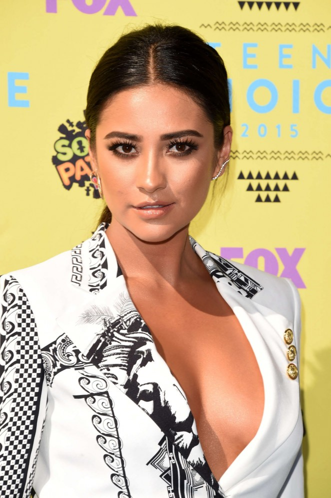 Shay Mitchell - 2015 Teen Choice Awards in LA