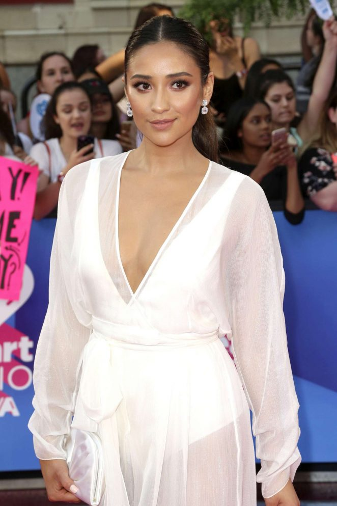 Shay Mitchell – 2017 iHeartRadio MuchMusic Video Awards in Toronto