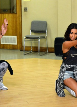 "Shay Mitchell & Ashley Benson - ""Pretty Little Liars"" Season 5 Promos"