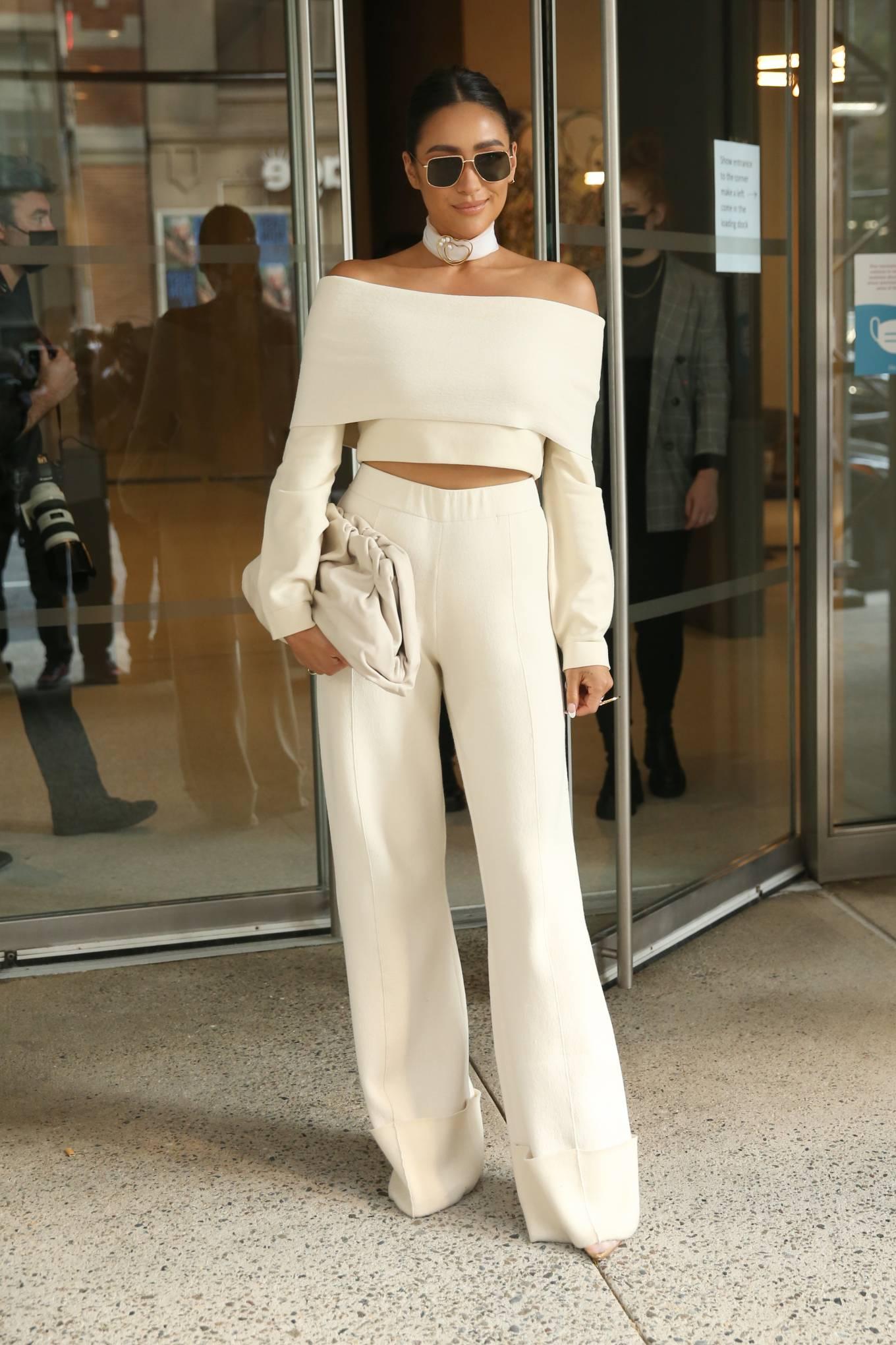 Shay Mitchell 2021 : Shay Mitchell – Attends Altuzarra SS22 during New York Fashion Week-05