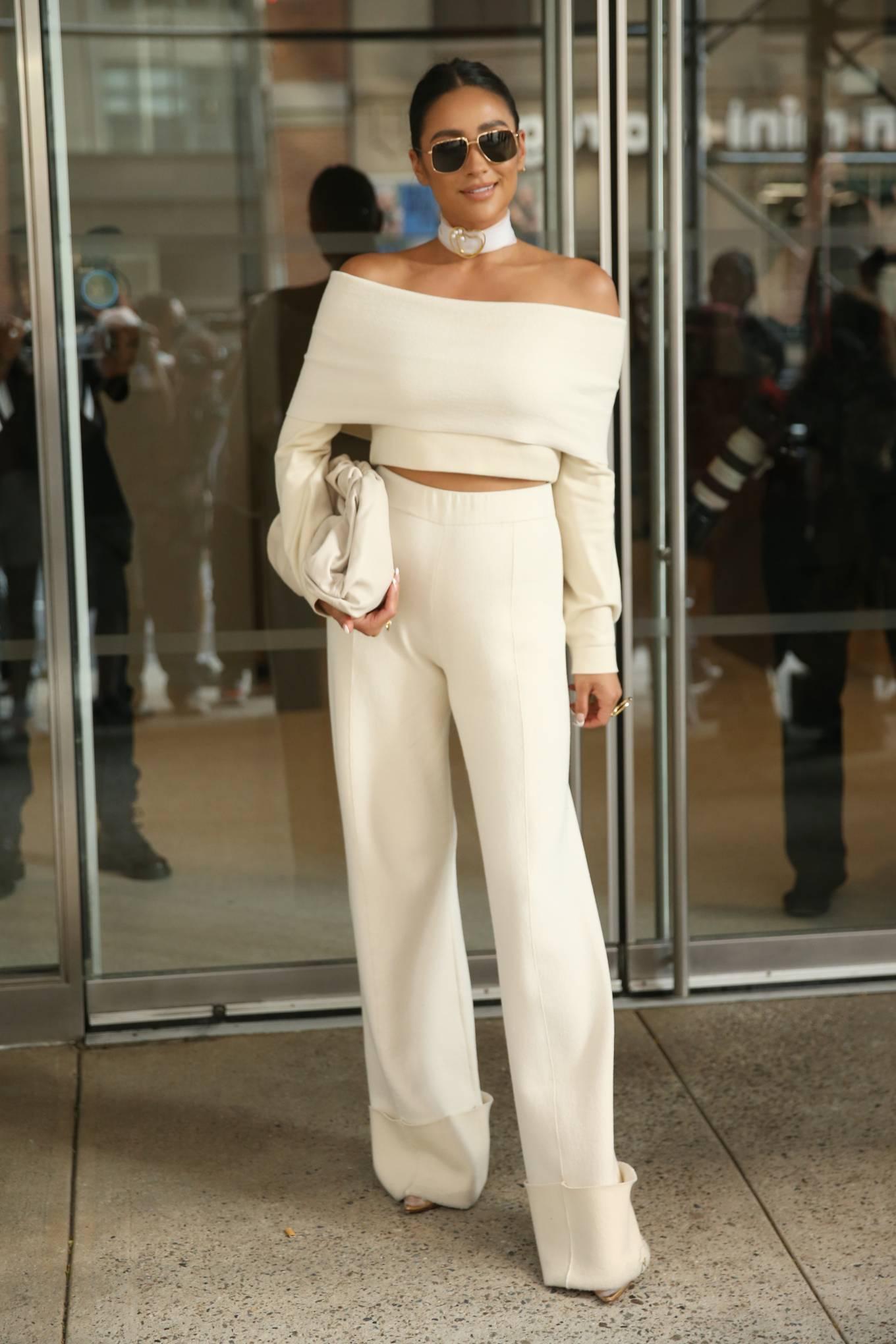 Shay Mitchell 2021 : Shay Mitchell – Attends Altuzarra SS22 during New York Fashion Week-09