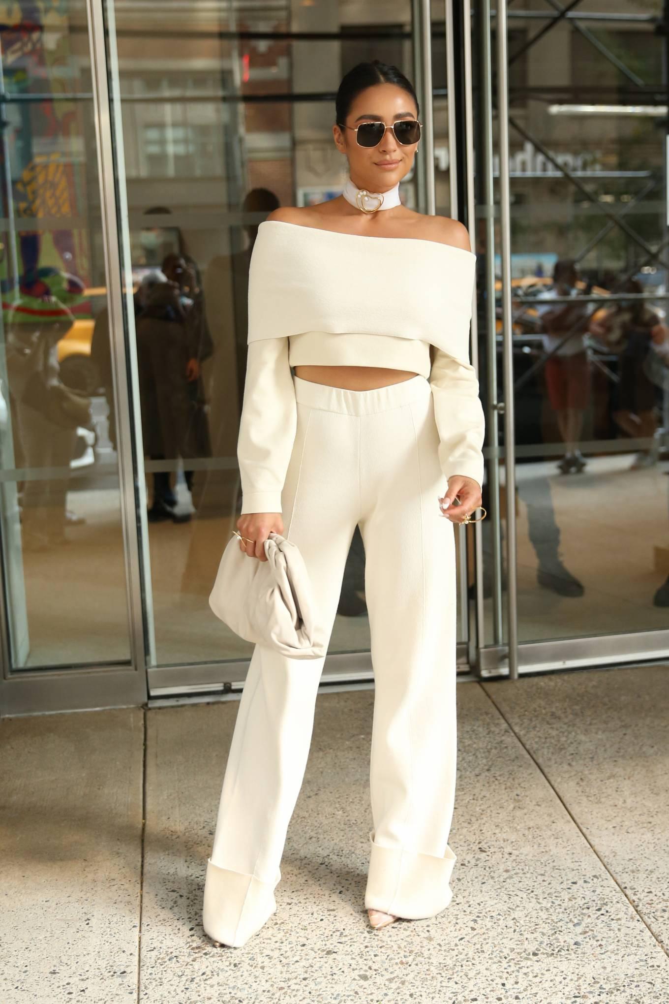 Shay Mitchell 2021 : Shay Mitchell – Attends Altuzarra SS22 during New York Fashion Week-11